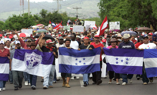 http://www.findingdulcinea.com/news/Americas/2009/July/Manuel-Zelaya-s-Possible-Return-Prompts-New-Curfew-in-Honduras.html